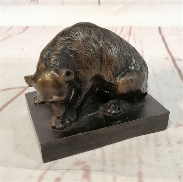 Sculpture of a wild bear